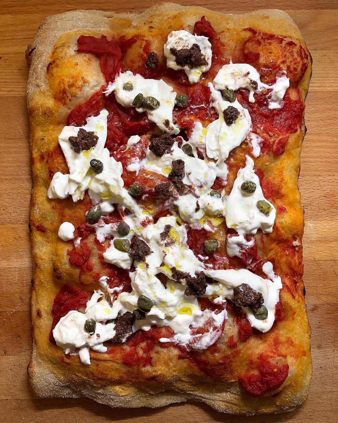 La pizza in teglia romana con i prodotti Enoteca Longo
